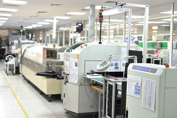 SMT PCB assembly line.